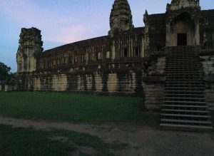 angkor-wat-ta-prohm-perfect-gamer-holiday-back-steps