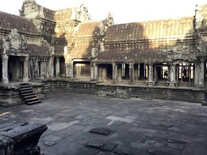 angkor-wat-ta-prohm-perfect-gamer-holiday-sunrise-inner-monastery