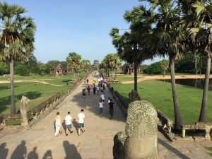 angkor-wat-ta-prohm-perfect-gamer-holiday-sunrise-view-front-bridge
