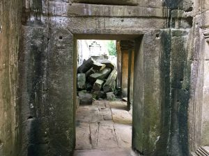 angkor-wat-ta-prohm-perfect-gamer-holiday-uncharted-blocked-path