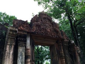 banteay-srei-perfect-gamer-holiday-carvings-2