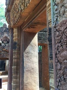 banteay-srei-perfect-gamer-holiday-doors