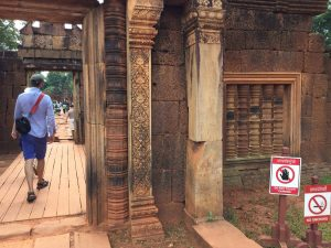 banteay-srei-perfect-gamer-holiday-entrance-color