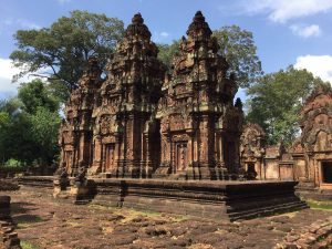 banteay-srei-perfect-gamer-holiday-main-towers