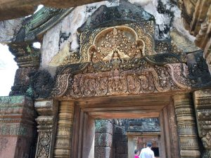 banteay-srei-perfect-gamer-holiday-quality-lintel-entry