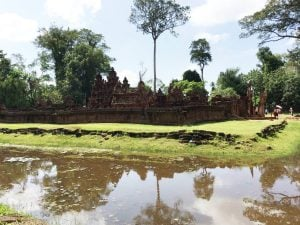 banteay-srei-perfect-gamer-holiday-quality-outside-view