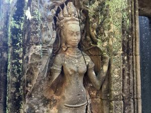 bayon-angkor-thom-perfect-gamer-holiday-apsara