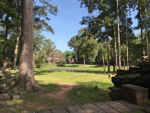 bayon-angkor-thom-perfect-gamer-holiday-baphuon-far