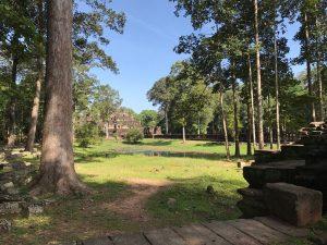 bayon-angkor-thom-perfect-gamer-holiday-baphuon-far