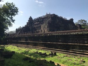 bayon-angkor-thom-perfect-gamer-holiday-baphuon-royal-bottom