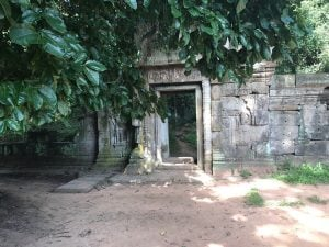 bayon-angkor-thom-perfect-gamer-holiday-baphuon-secret-path