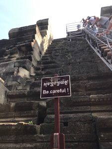 bayon-angkor-thom-perfect-gamer-holiday-baphuon-steep-stairs