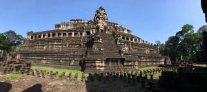 bayon-angkor-thom-perfect-gamer-holiday-baphuon-steps