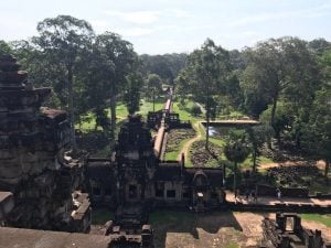 bayon-angkor-thom-perfect-gamer-holiday-baphuon-view