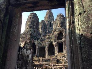 bayon-angkor-thom-perfect-gamer-holiday-main-doorway