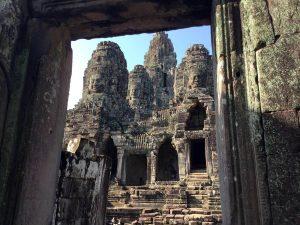 bayon-angkor-thom-perfect-gamer-holiday-main-doorway