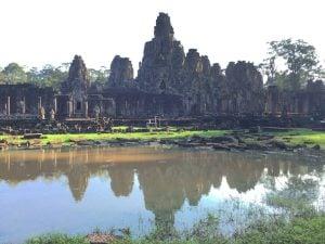 bayon-angkor-thom-perfect-gamer-holiday-pond