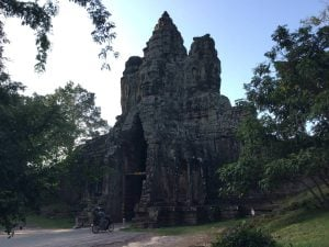 bayon-angkor-thom-perfect-gamer-holiday-south-gate-back