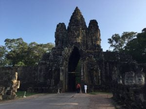 bayon-angkor-thom-perfect-gamer-holiday-south-gate-front