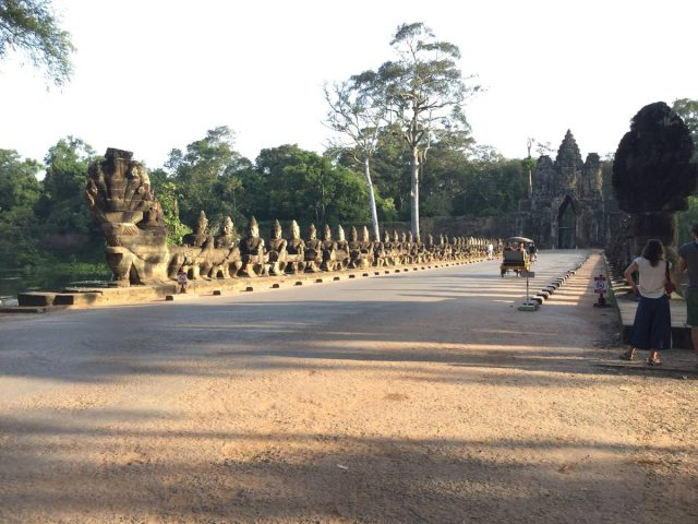 bayon-angkor-thom-perfect-gamer-holiday-south-gate-naga