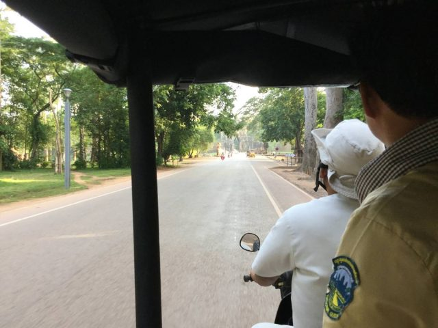 bayon-angkor-thom-perfect-gamer-holiday-south-gate-tuktuk