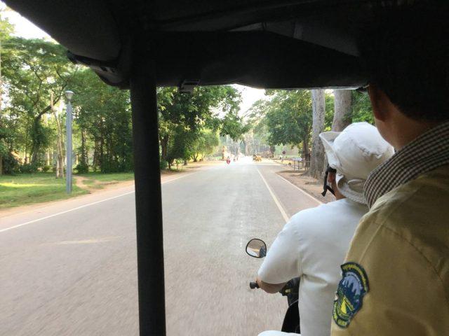 bayon-angkor-thom-perfect-gamer-holiday-south-gate-tuktuk