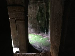 bayon-angkor-thom-perfect-gamer-holiday-uncharted-path