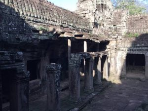 bayon-angkor-thom-perfect-gamer-holiday-uncharted-walkway