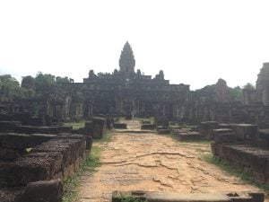 east-of-angkor-perfect-gamer-holiday-bakong-entrance-near