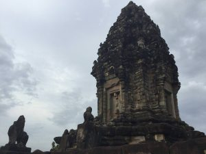 east-of-angkor-perfect-gamer-holiday-bakong-lions