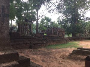 east-of-angkor-perfect-gamer-holiday-bakong-outer-walls
