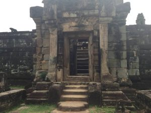 east-of-angkor-perfect-gamer-holiday-bakong-steps