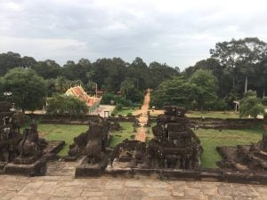 east-of-angkor-perfect-gamer-holiday-bakong-summit-view