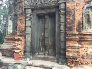 east-of-angkor-perfect-gamer-holiday-preah-ko-blind-door
