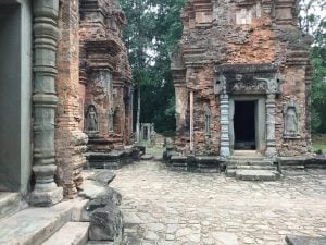 east-of-angkor-perfect-gamer-holiday-preah-ko-climbing