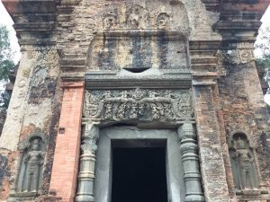 east-of-angkor-perfect-gamer-holiday-preah-ko-door-lintel