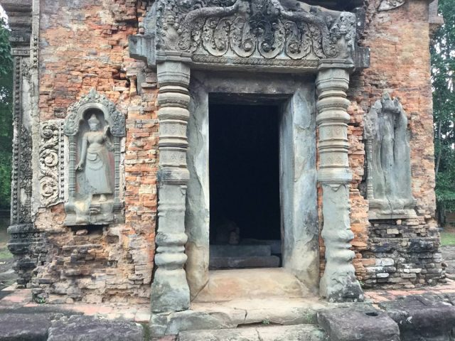 east-of-angkor-perfect-gamer-holiday-preah-ko-erosion