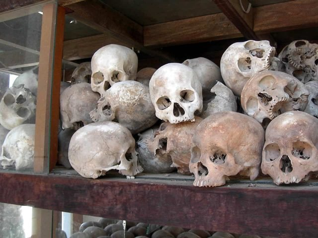 perfect-gamer-holiday-cambodia-khmer-rouge-genocide-skulls
