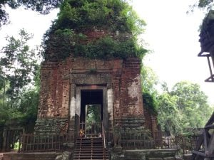 prasat-thom-koh-ker-perfect-gamer-holiday-entrance