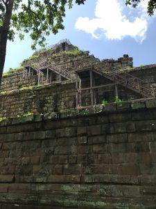 prasat-thom-koh-ker-perfect-gamer-holiday-pyramid-staircase