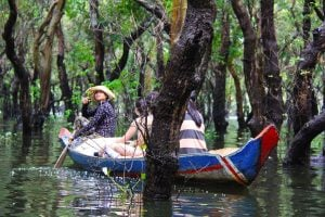 tonle-sap-perfect-gamer-holiday-rental-canoes-flooded-forest